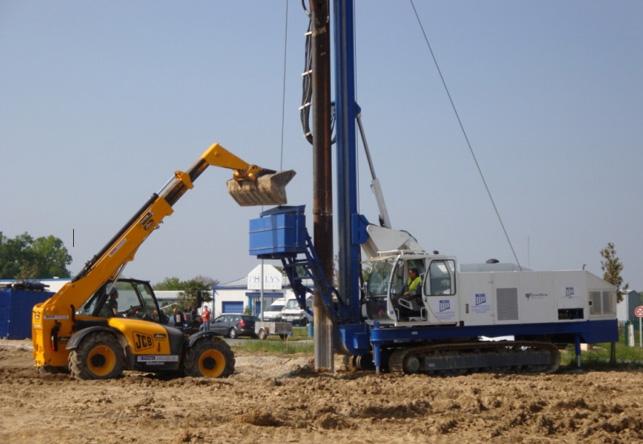Machine de colonne ballastée en configuration de travail